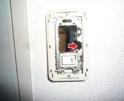 フルカラースイッチ取付枠破損箇所