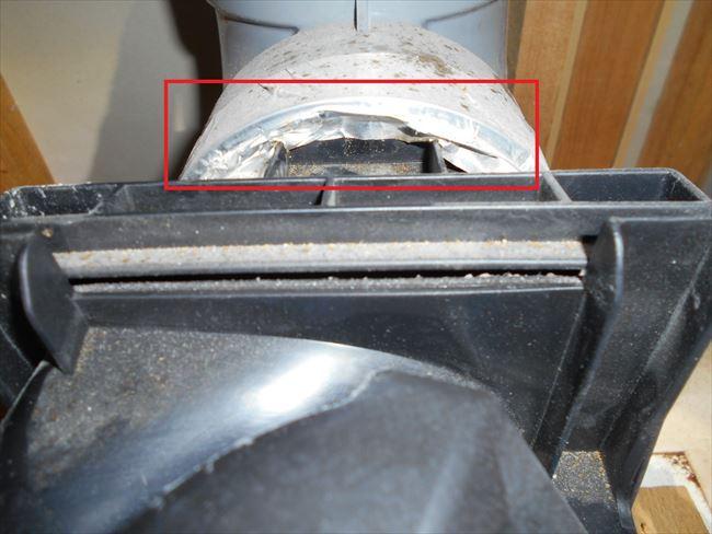 天井埋込換気扇ダクト接続口不良箇所