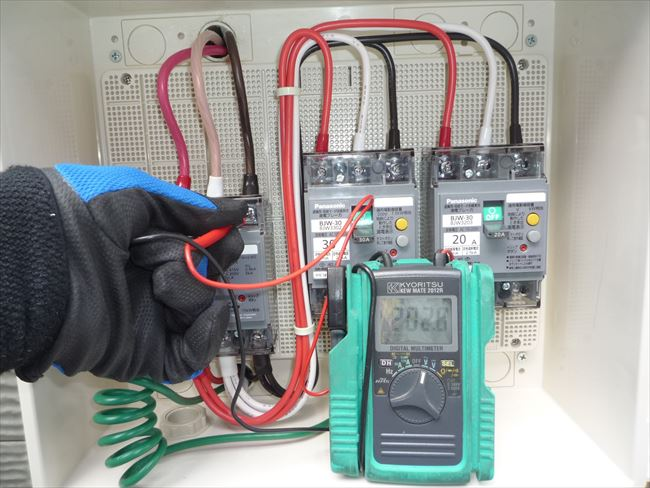 三相200Vブレーカー電圧測定